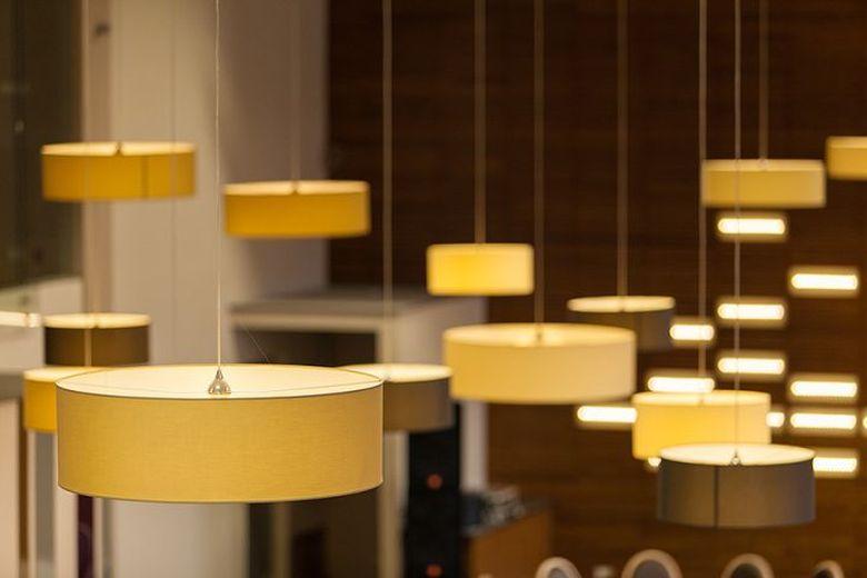 Lustre, candelabre pentru sali de evenimente